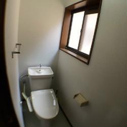 2階にもトイレ / ( 内装 )